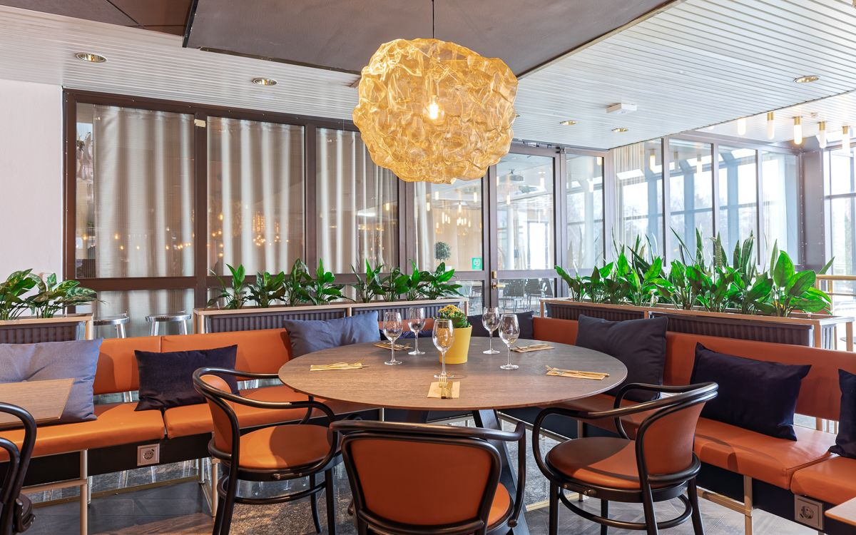 Scandic hotelli ravintolan pöytä