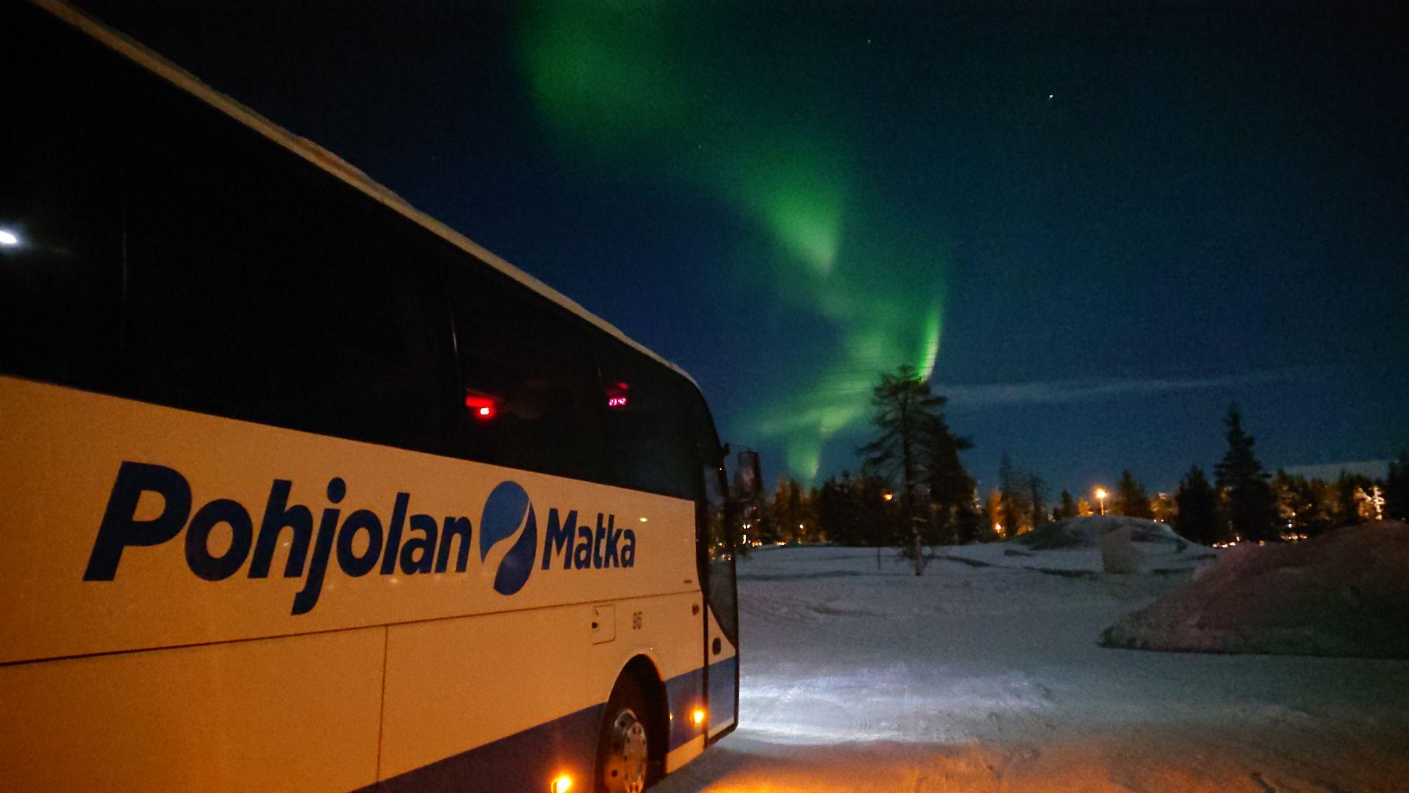 Pohjolan matka bussikuva revontulet