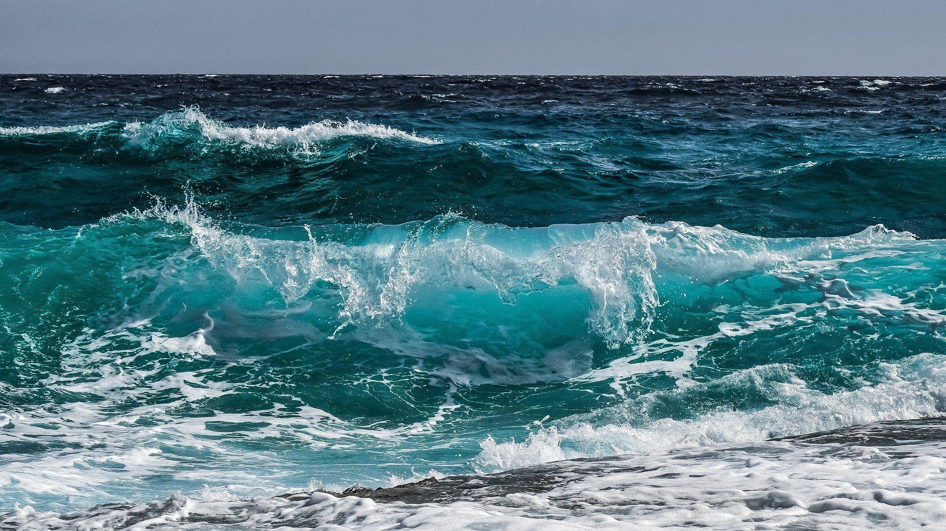 Meren aallot